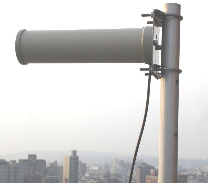 Yagi antena wifi 10dbi alfa network aya 2410 2 4ghz for Caseta pvc exterior